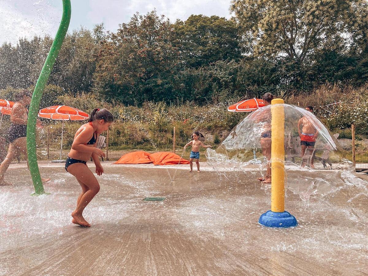 Mini geysers, jeux d'eau pour enfant